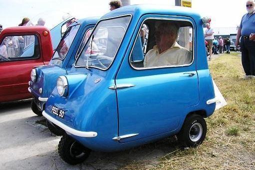 """Mažiausi pasaulyje serijiniai automobiliai: """"Peel P50"""" sugrįžta"""