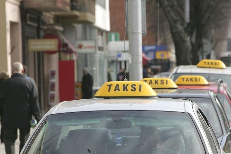 Taksi vairuotojas apvogė savo keleivį?