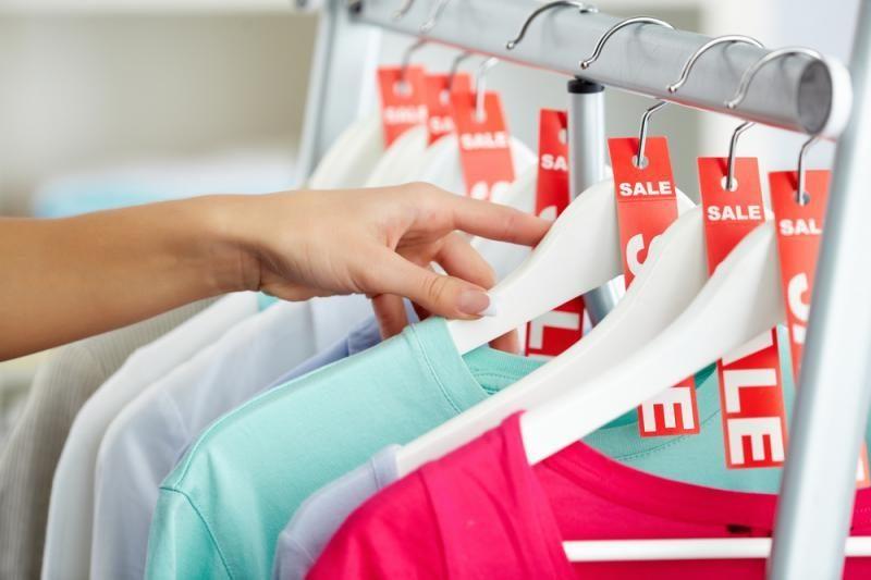 Apklausa: kylant kainoms, pirmiausia taupoma drabužiams ir pramogoms