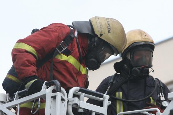 Klaipėdos rajone dirbtuvėse kilęs gaisras grasino dviems namams