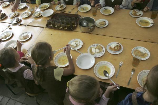 Mokyklos valgykloje maisto nepasirinksi