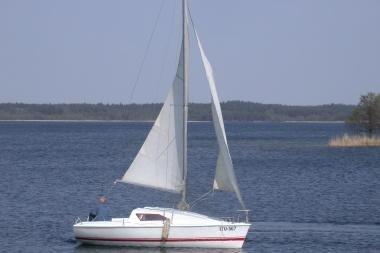 Kuršių mariose apvirto jachta