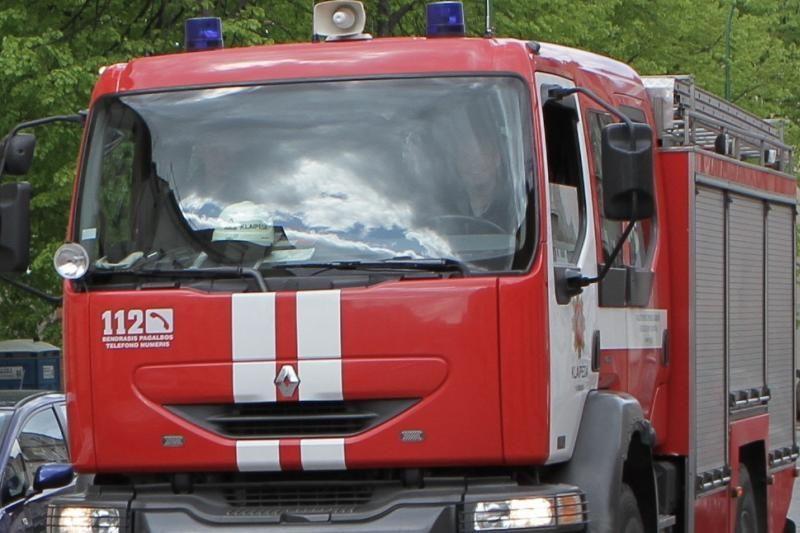 """Prekybos centro """"Maxima"""" sandėlio antrinių žaliavų prese kilo gaisras"""