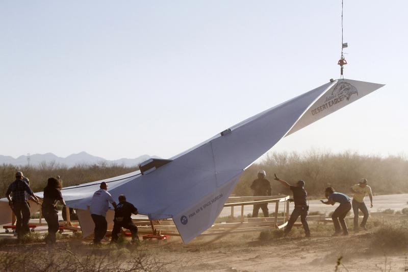 Didžiausias popierinis lėktuvas ore išsilaikė vos šešias sekundes