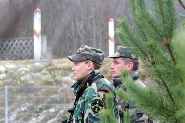 Šalčininkų rajone pasieniečiai sulaikė tris nelegaliai sieną kirtusius čečėnus