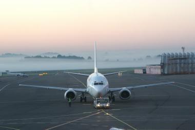 Dėl rūko sutrikęs Vilniaus oro uosto darbas grįžta į vėžias