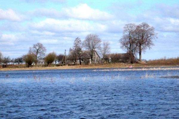 Potvynis pamaryje: dislokuota amfibija ir kariai