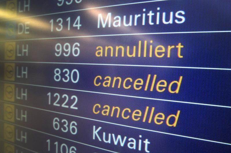 Sniegas jaukia Frankfurto oro uosto darbą: atšaukti skrydžiai į Vilnių