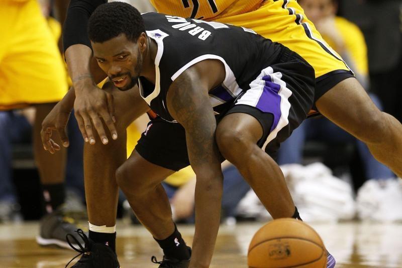 Dantų apsaugą į žiūrovą metęs NBA žaidėjas sumokės 25 tūkst. dolerių