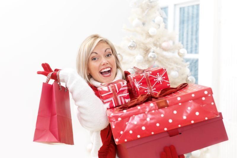 Moterys kalėdinėms dovanoms išleidžia mažiau