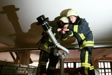 Pasaulio futbolo čempionato ugniagesiams - Lietuvos įmonės apranga