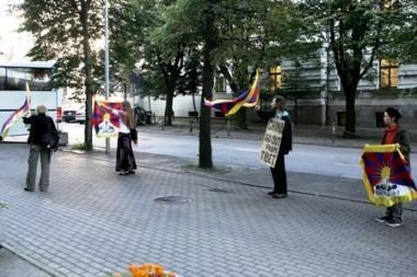 Kinijos vicepremjerą Vilniuje pasitiko Tibeto laisvės rėmėjai