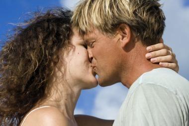 Vyrai, bučiuokitės kaip mergaitės
