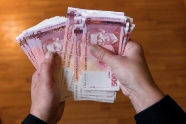 Už nedeklaruotų pinigų vežimą per sieną siūloma bauda iki 10 tūkst. litų