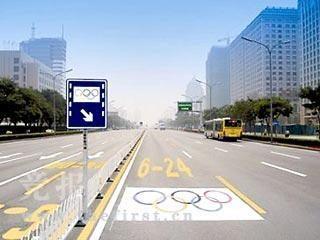 """Pekino gatvėse - """"olimpiados"""