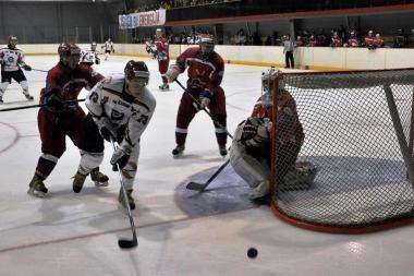 Debiutinėse rungtynėse Vilniuje Elektrėnų ledo ritulininkai iškovojo pirmą pergalę
