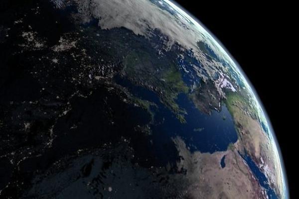 Ar branduolinio arsenalo sprogimas pasuktų Žemę į priešingą pusę?