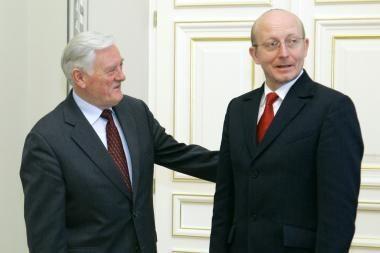 V.Adamkus kviečia žurnalistus ir Seimo vadovybę taikytis