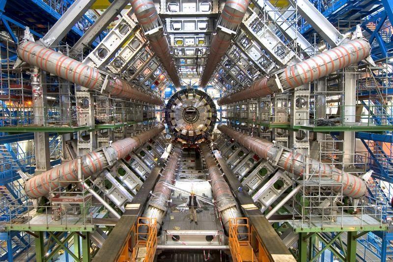 JAV greitintuvo duomenyse – užuominos apie Higgso bozoną