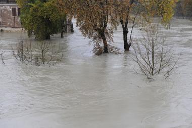 Potvyniai išvarė iš namų tūkstančius