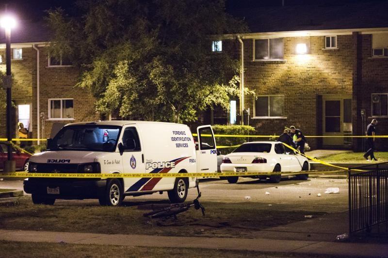 Toronte nušauti du ir sužeista dar 19 žmonių