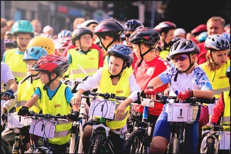 Trumpėjant dienoms, dviratininkai raginami būti atidesni kelyje