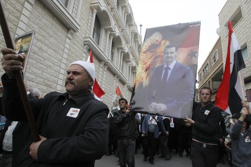 Sirijos pajėgos prieš JT komandos atvykimą apšaudo Homso miestą