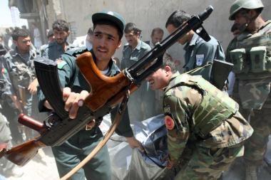 Afganistanas: mirtininkui susisprogdinus turguje, žuvo 20 žmonių
