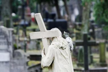 Paveldosaugininkai: griūva senosios Vilniaus Rasų kapinės