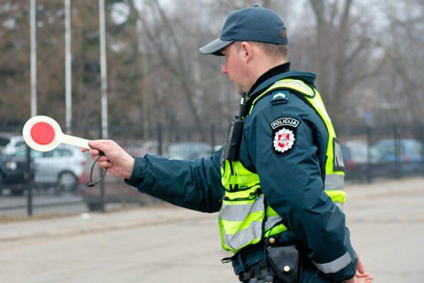 Kėdainių rajone neblaivus už vairo sulaikytas pareigūnas