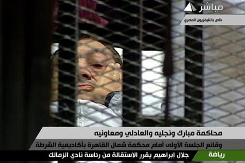 """Buvęs Egipto prezidentas """"kraustosi"""" iš ligoninės į kalėjimą"""