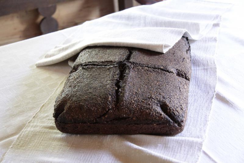 Lietuvišką duoną ragauja ir afrikiečiai