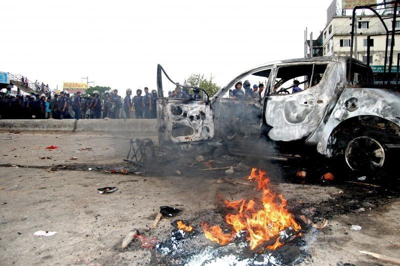 Bangladeše policijai susirėmus su islamistais žuvo 28 žmonės