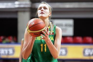 Lietuvos krepšininkės kovoja su japonėmis