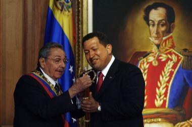 R.Castro seka brolio pėdomis