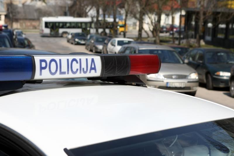 Vilniuje patrulis partrenkė per perėją ėjusią moterį