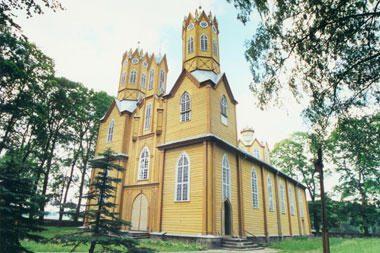 Baigiama restauruoti unikali medinė bažnyčia