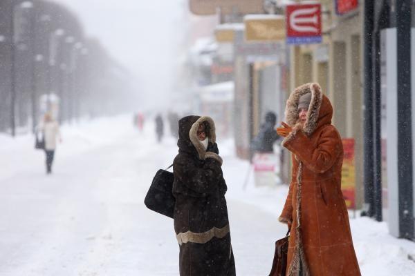 Kaune snigo visą dieną. Kelininkai dirba neatsikvėpdami (papildyta)