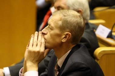Vėsta opozicijos užsidegimas atstatydinti Seimo vicepirmininką A.Kašėtą