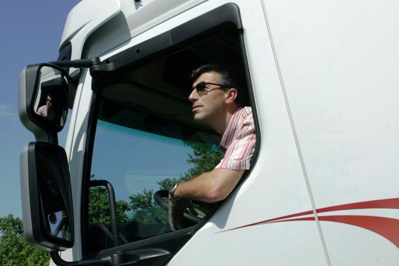 Siūloma per 5 m. atsisakyti vairuotojo pažymėjimų be galiojimo laiko