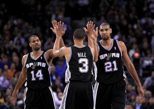 """NBA pirmenybėse pergalėmis stebina """"Spurs"""" ekipa"""