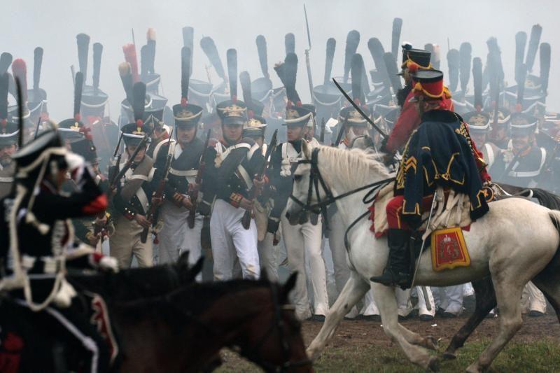 Prancūzai ir rusai išsitraukė senus kardus 1812 metų mūšiui