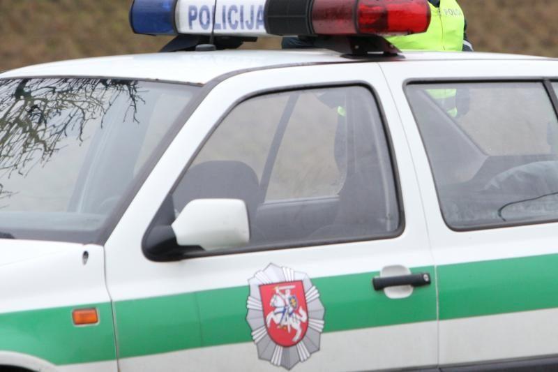 Girta moteris bandė papirkti policijos pareigūną