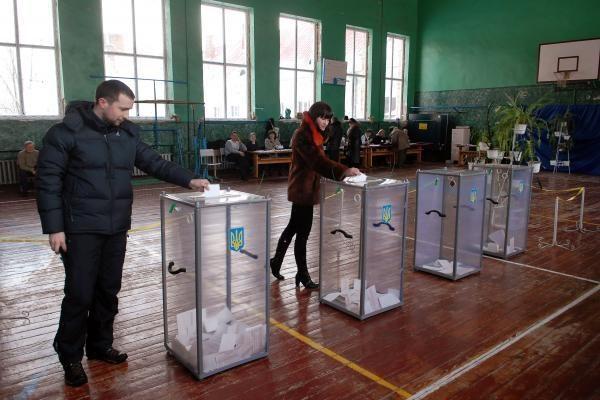 Lenkijoje prasidėjo balsavimas dėl tragiškai žuvusio prezidento įpėdinio