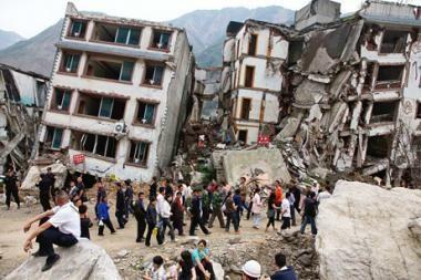 Kinijoje per žemės drebėjimą žuvo apie 400 žmonių (papildyta 13.15val.)