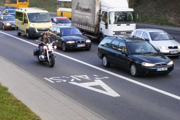 Policija kontroliuos automobilių, mopedų ir motociklų eismą