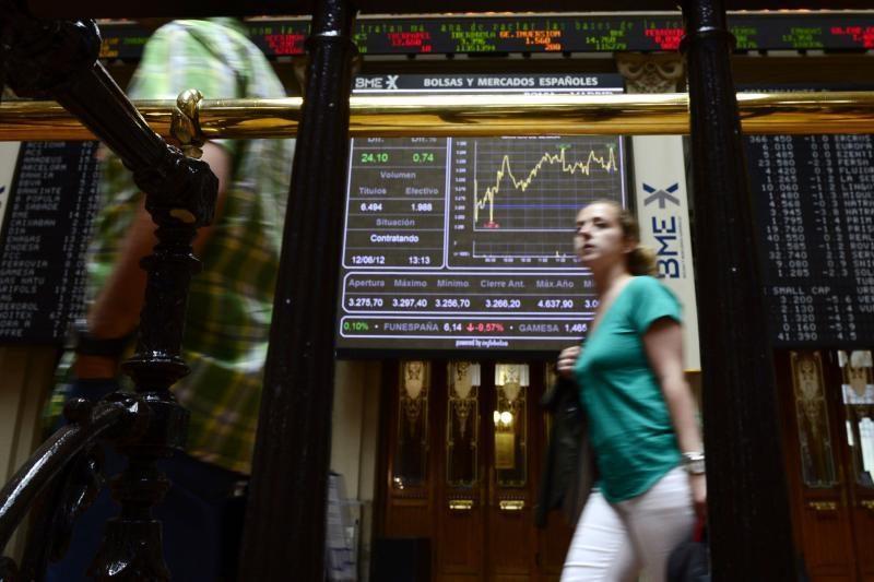 """""""Fitch"""" pablogino 18 Ispanijos bankų reitingus"""
