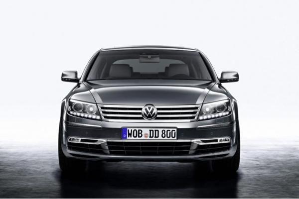 """Pekino automobilių paroda: atnaujintas """"Volkswagen Phaeton"""""""