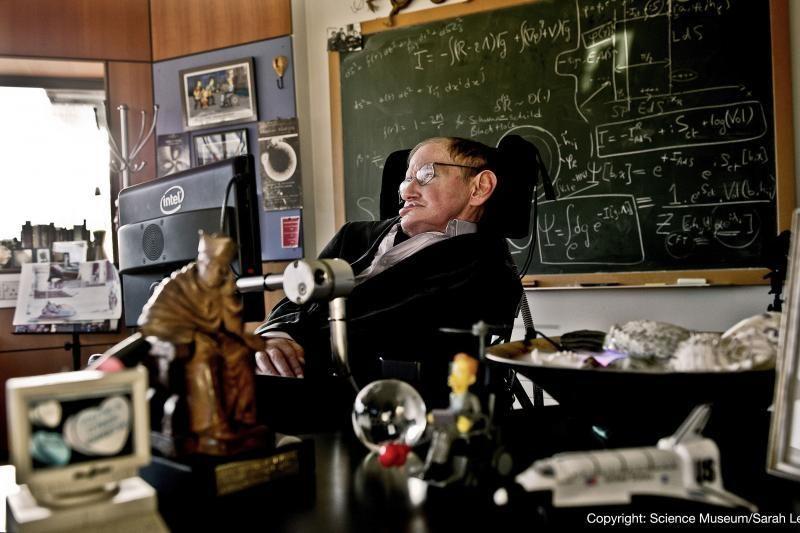 70-ąjį gimtadienį švenčiantis S.Hawkingas pats yra iššūkis mokslui