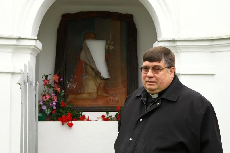 Vandalai puola: Kauno koplyčiose suplėšyti du paveikslai